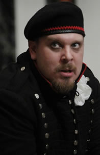 Benjamin Curns in uniform as Richard III